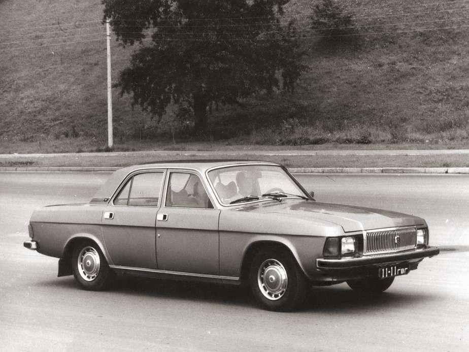 «Подарок съезду». ГАЗ-3102из опытно-промышленной партии, 1981 год. «Волгу» ГАЗ-3102 собирали по2,5 тысячи машин вгод. До2001 года сделали 108105 экземпляров. Фото изархив В.Н.Носакова