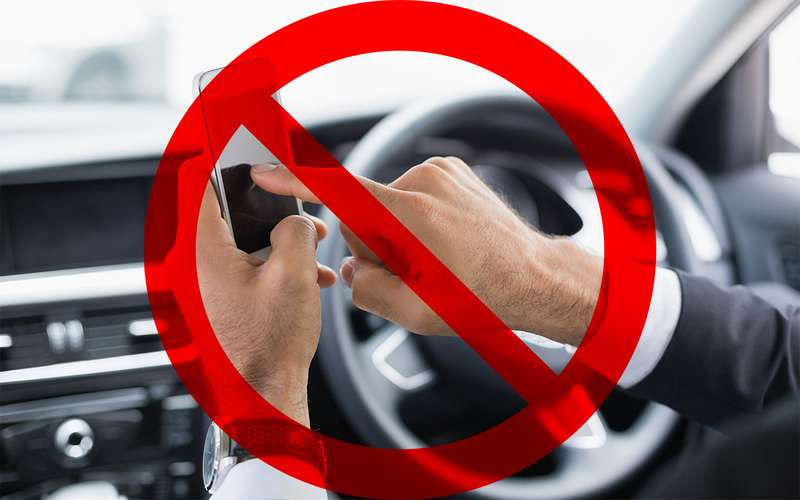 ВоФранции запретили пользоваться мобильниками даже встоящем автомобиле