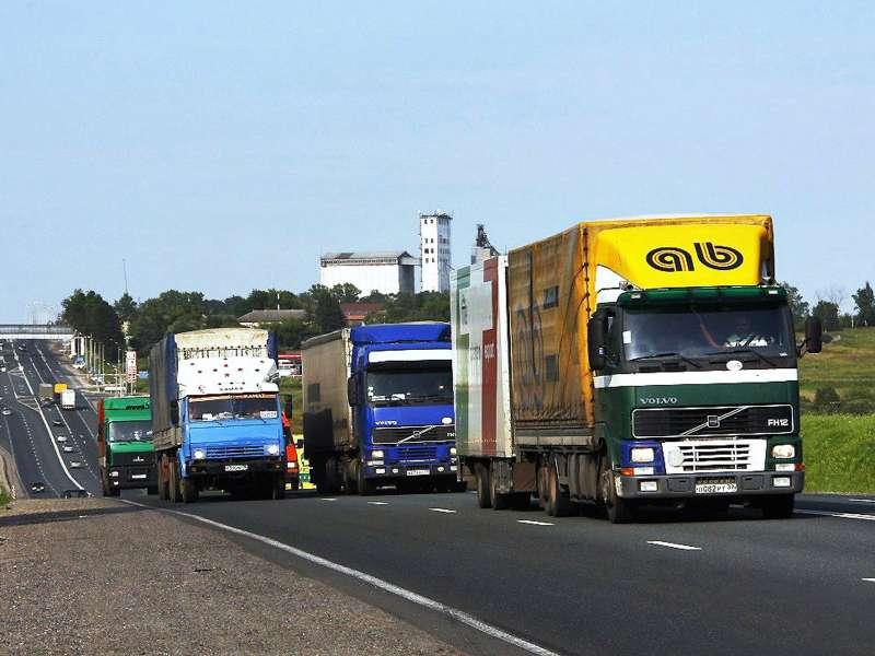 Начало взимания платы стяжелых грузовиков могут перенести на2016год