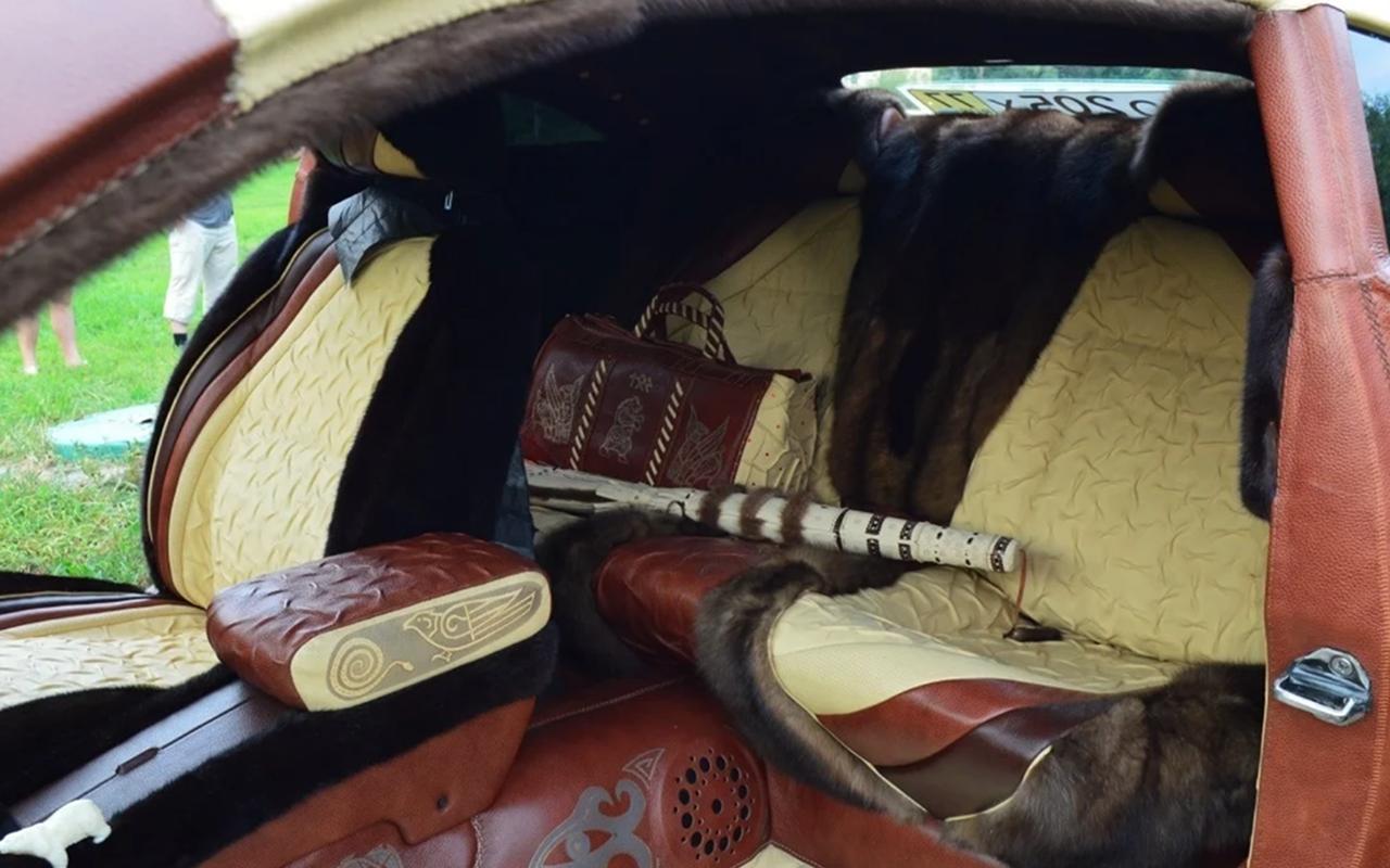 Продается «кожаный» автомобиль смеховым салоном. Его делали позаказу Березовского?