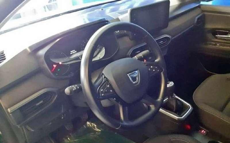 Опубликованы фото салона новых Renault Logan иSandero