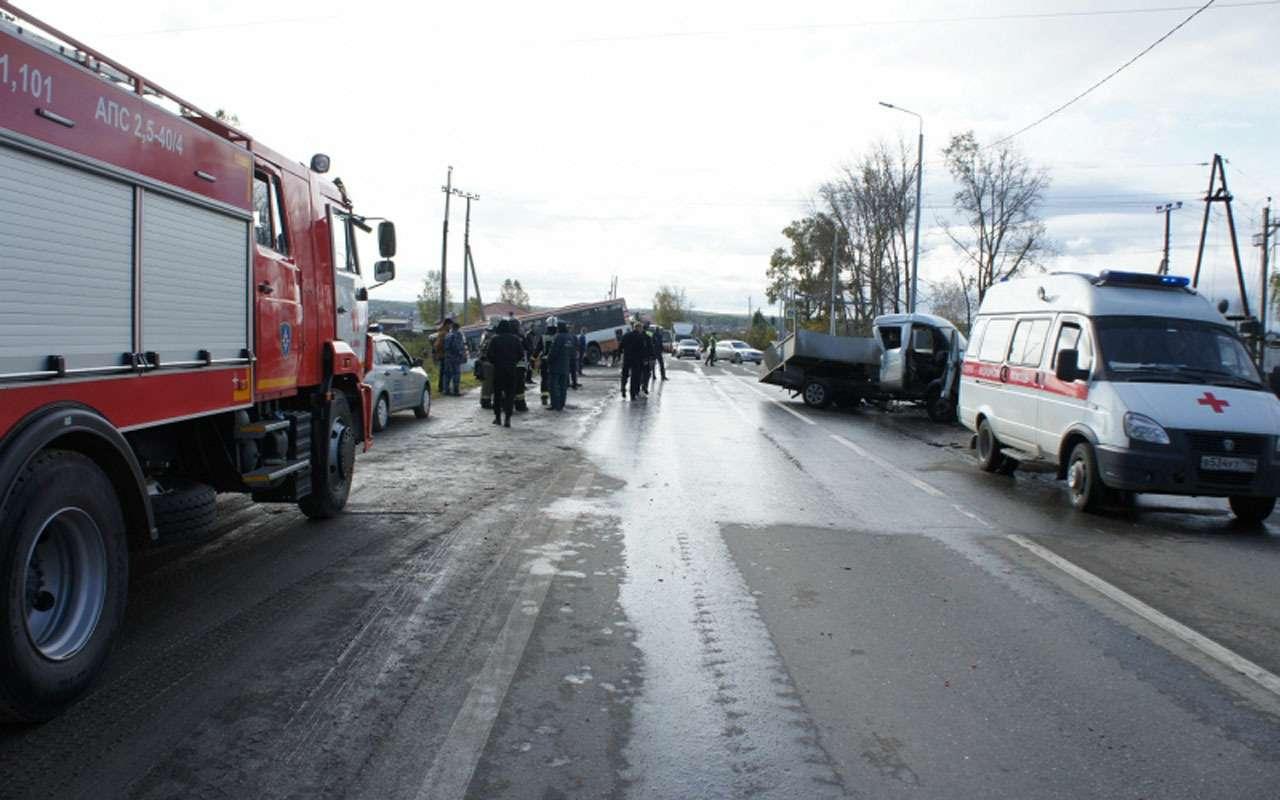 В массовом ДТП повине водителя автобуса погиб человек— фото 998407