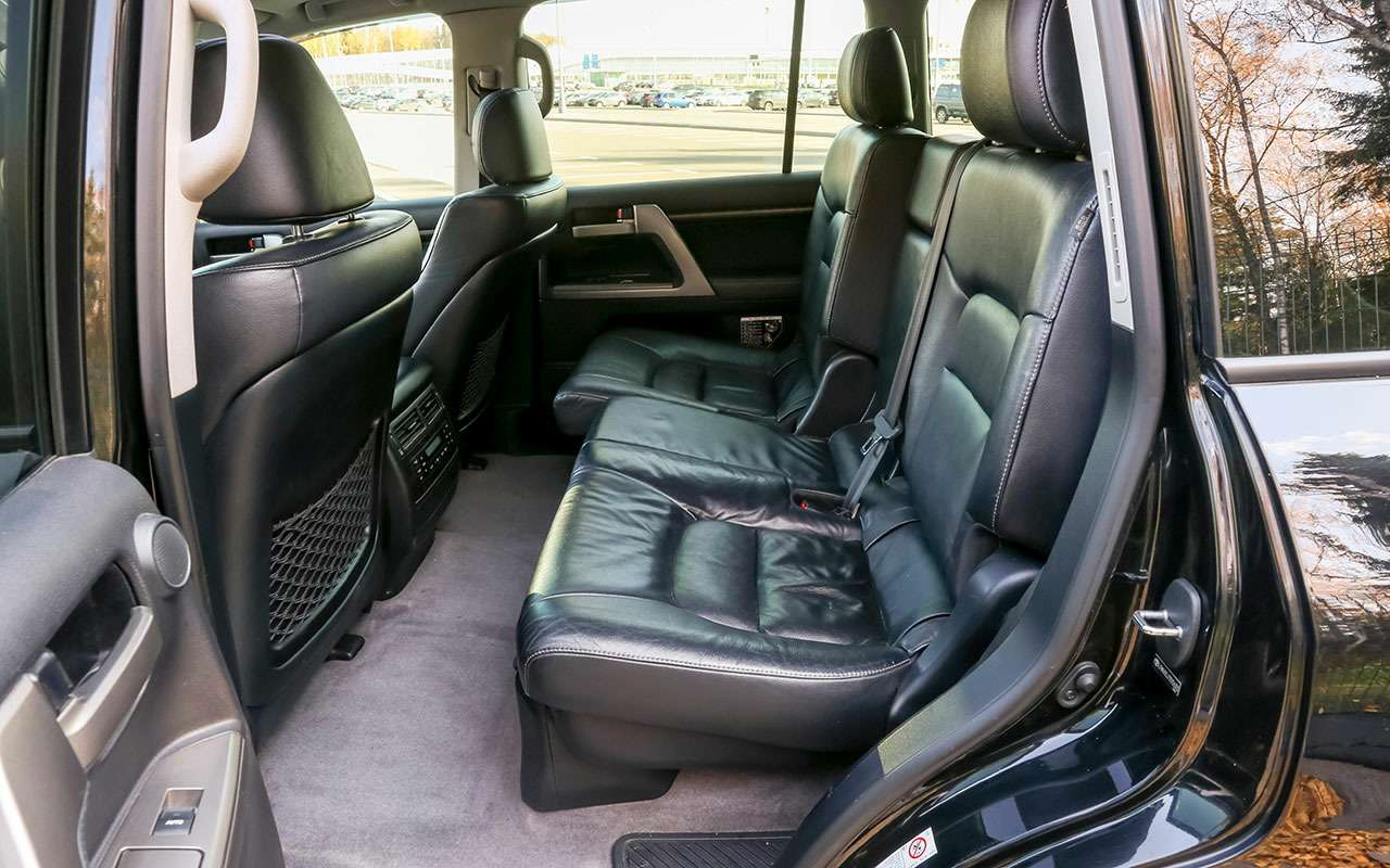 Новый УАЗ Патриот или 10-летний Land Cruiser 200: тест-драйв— фото 1058449