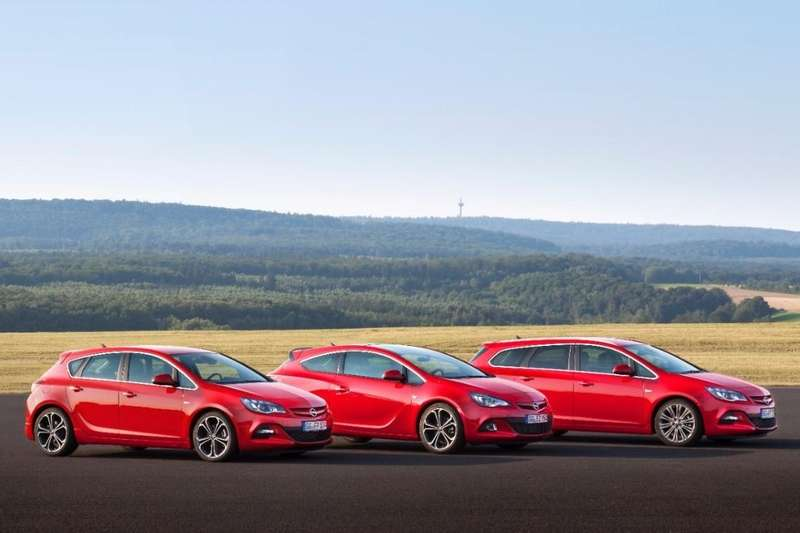 Opel Astra family with 2.0 BiTurbo CDTi engine_no_copyright