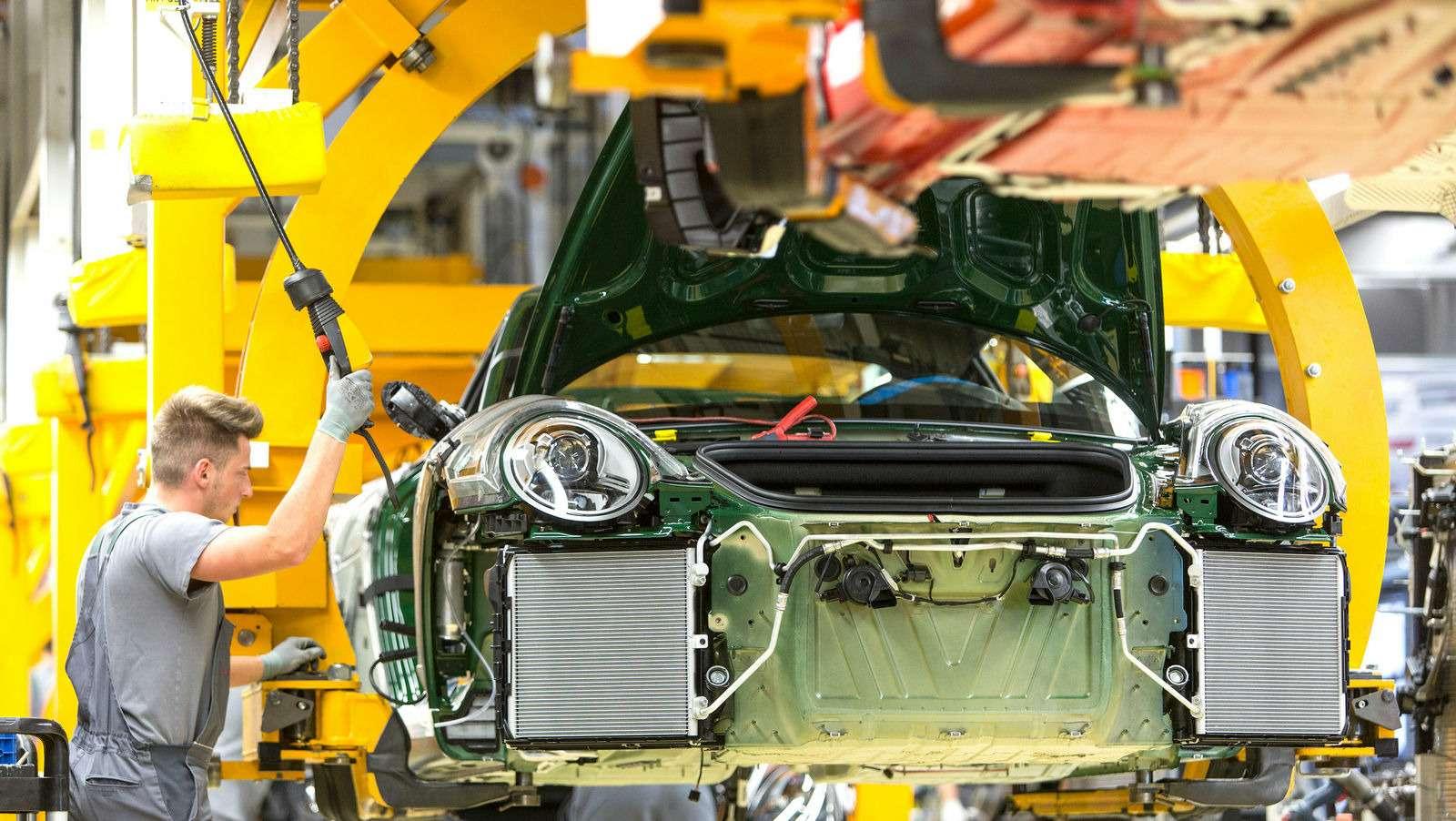 Многая лета: выпущен миллионный Porsche 911— фото 749844