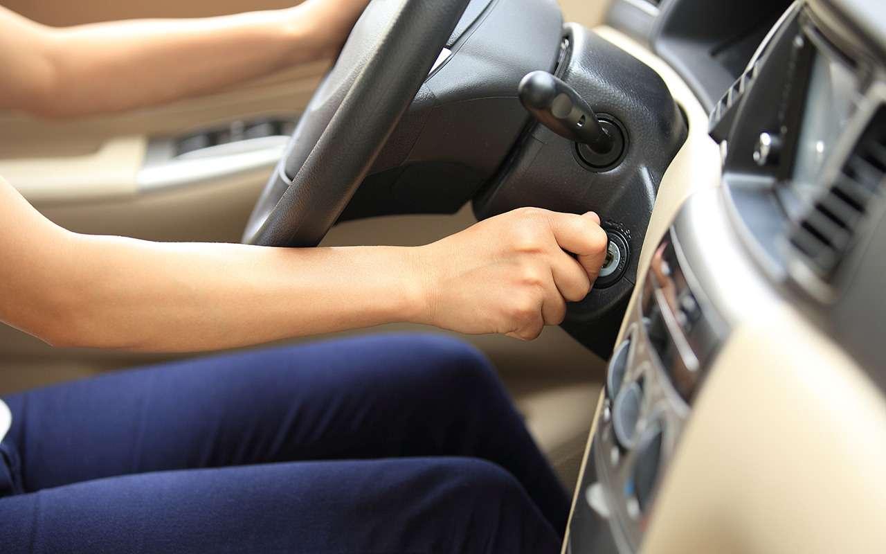 Хитрость знающих водителей - глушить ли мотор, если вас остановила ДПС?