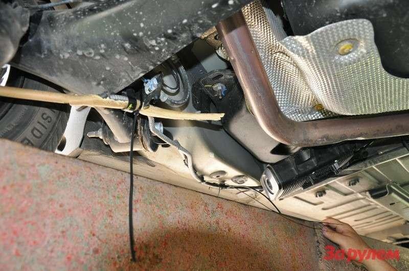 Сломанное крепление стояночного тормоза Citroen