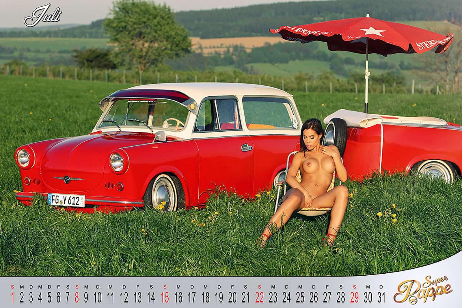 «Траби» иобнаженные девушки: самый горячий эротический календарь осени— фото 911090