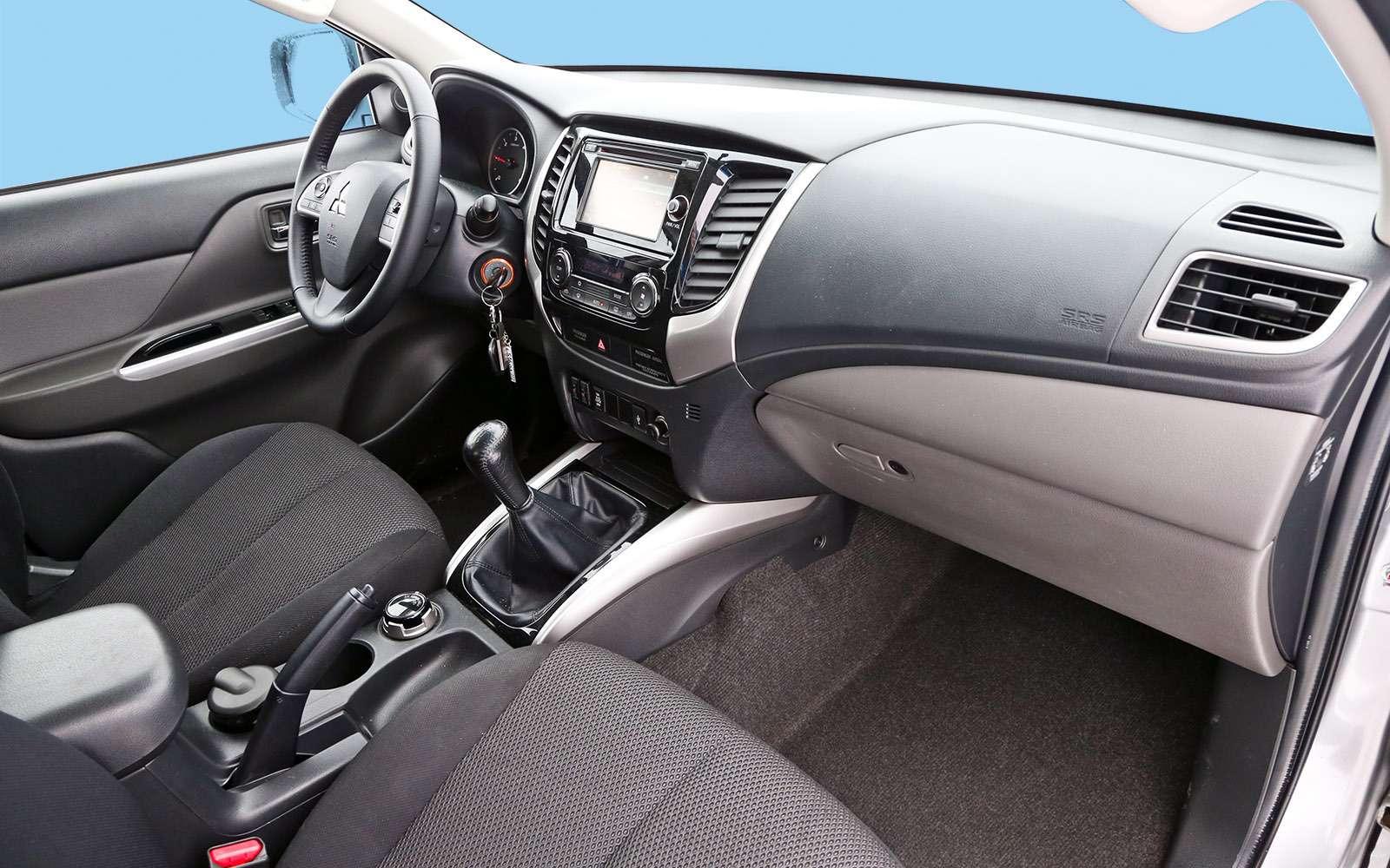 Пикапы Isuzu D-Max, Mitsubishi L200и Toyota Hilux: на«обортаж»!— фото 698449