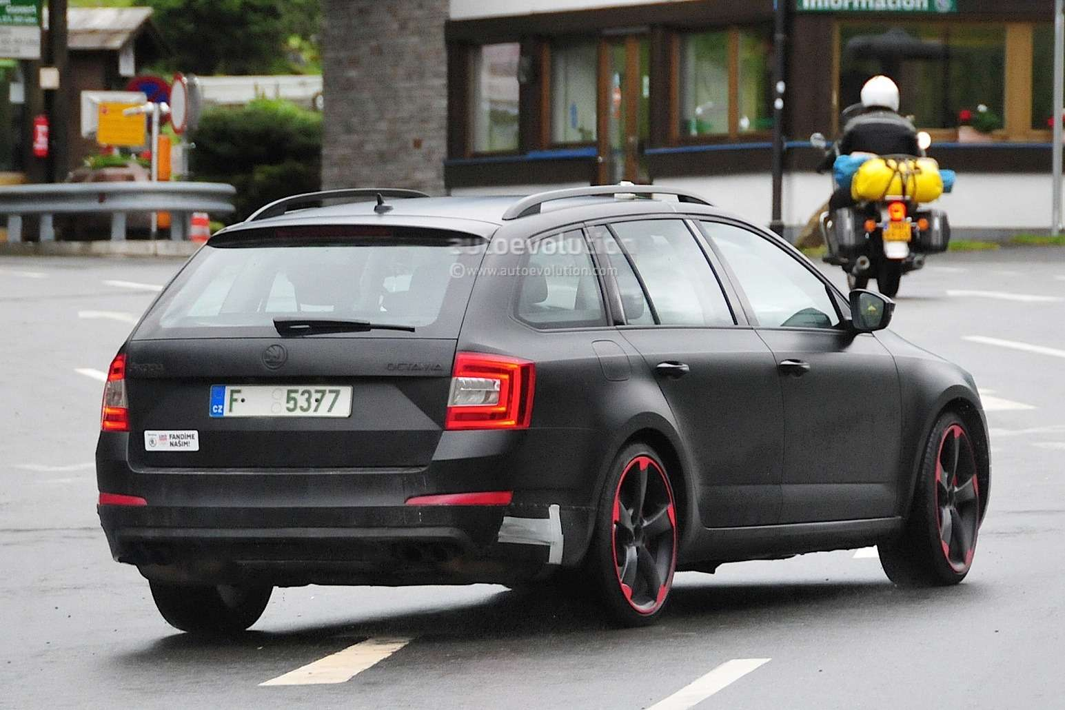 hardcore-skoda-octavia-vrs-with-280-hp-spied-for-the-first-time-photo-gallery_6