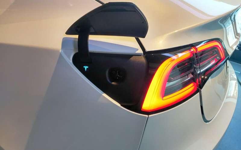 В России начали прием заказов наTesla Model 3: цены объявлены