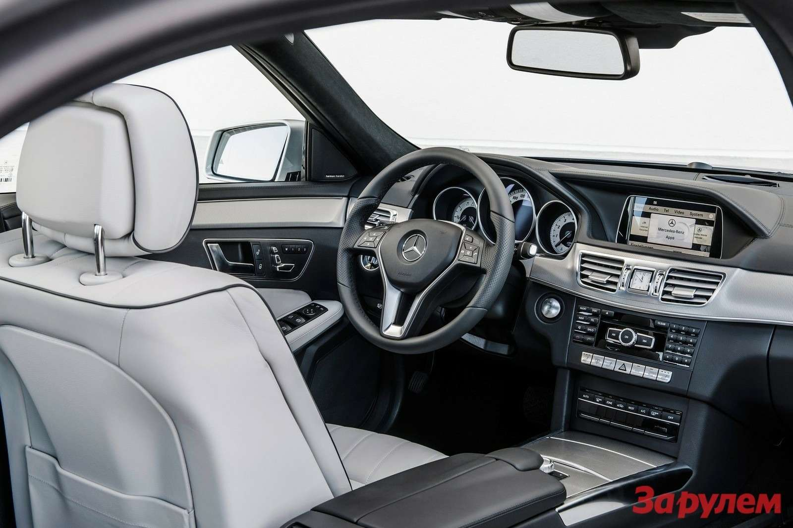 Mercedes-Benz-E-Class_2014_1600x1200_wallpaper_24