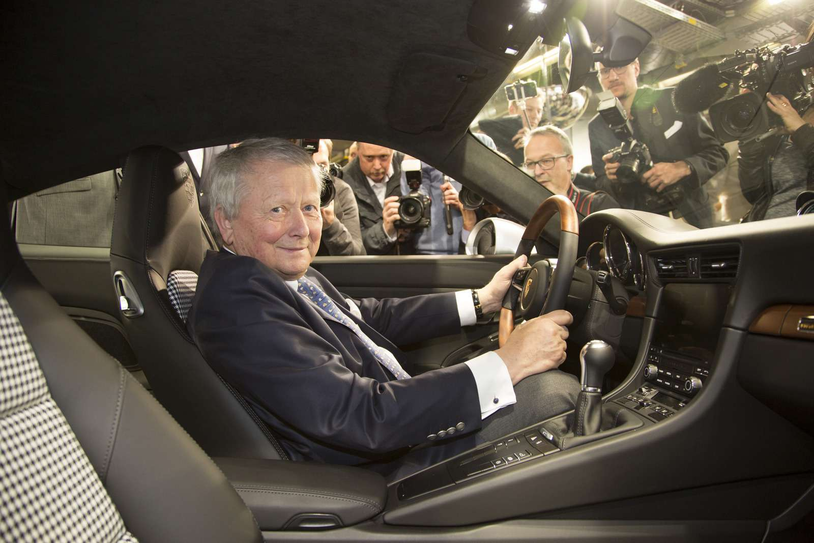 Многая лета: выпущен миллионный Porsche 911— фото 749857