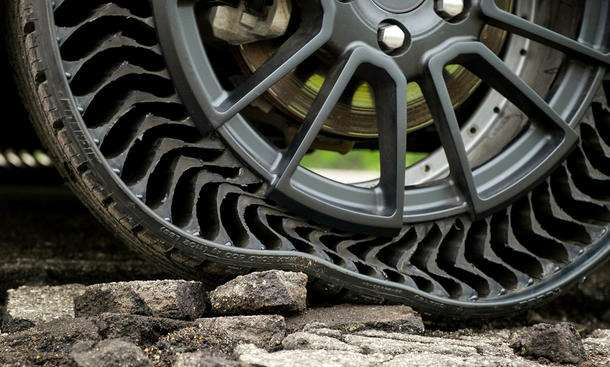 Придумана безвоздушная шина: ейнестрашны проколы— фото 1169357