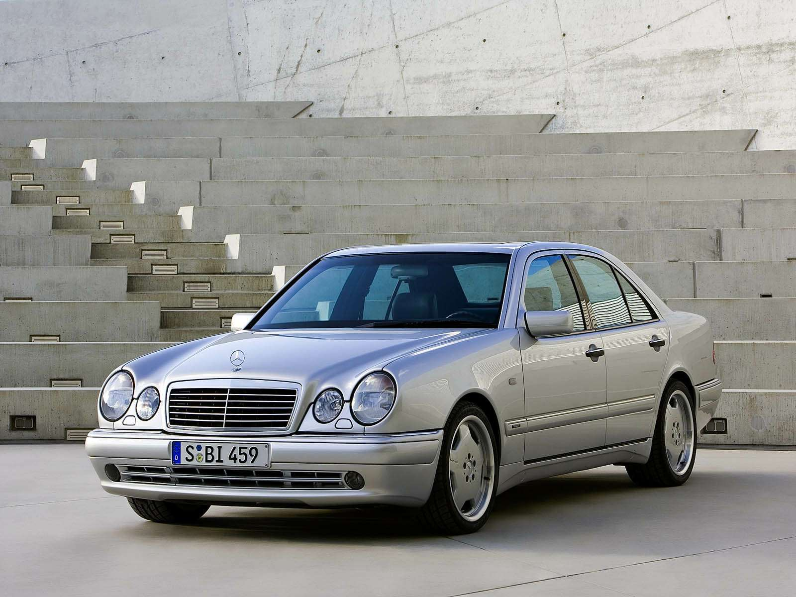 Премиальный автомобиль за200 тысяч рублей: респект изпрошлого— фото 611053