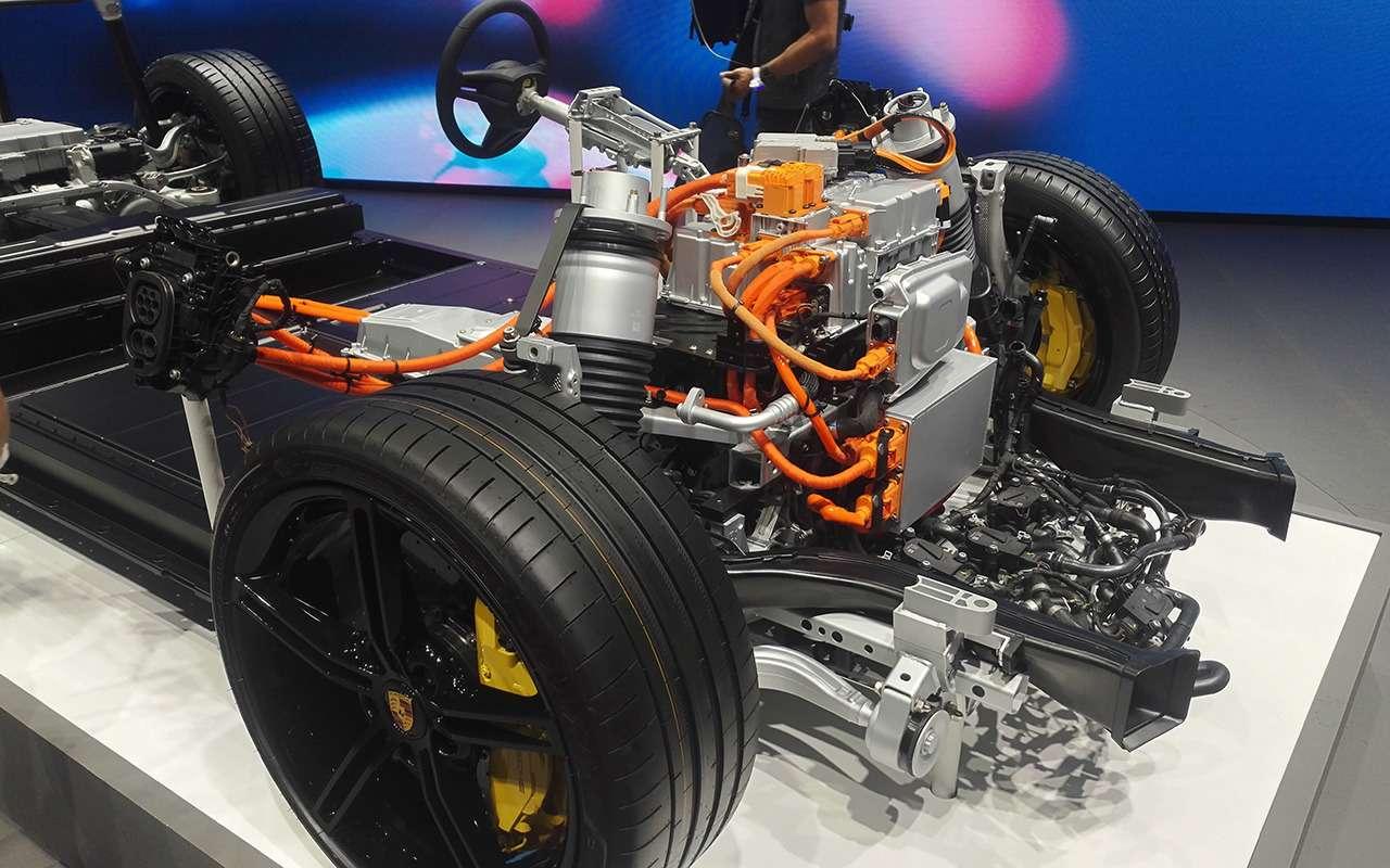 Porsche Taycan: спорткар иэлектромобиль— фото 995237
