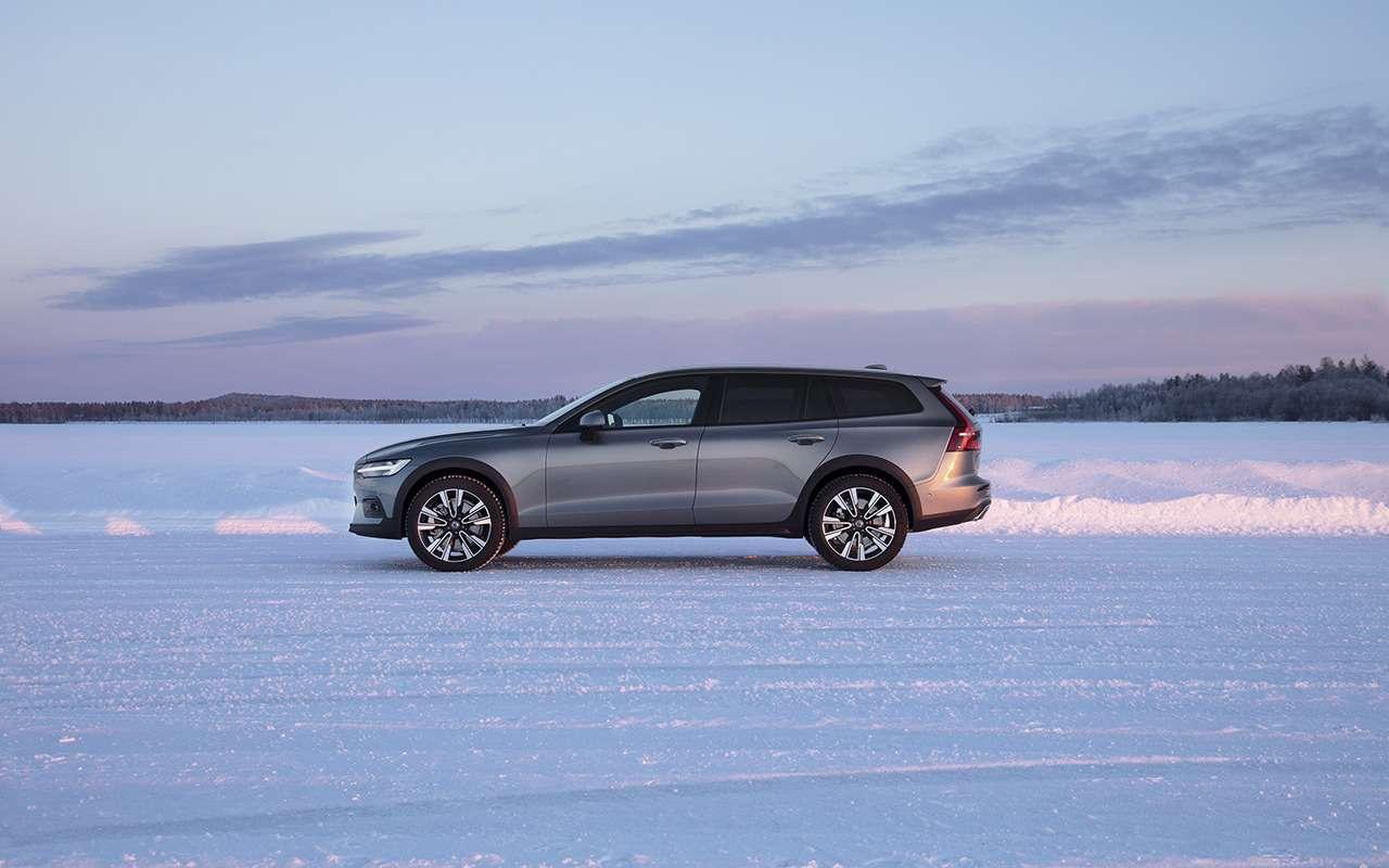 Новая версия Volvo V60 Cross Country дляРоссии: первый показ— фото 946079