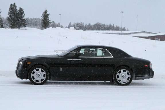 Facelifted Rolls-Royce Phantom Coupe side view