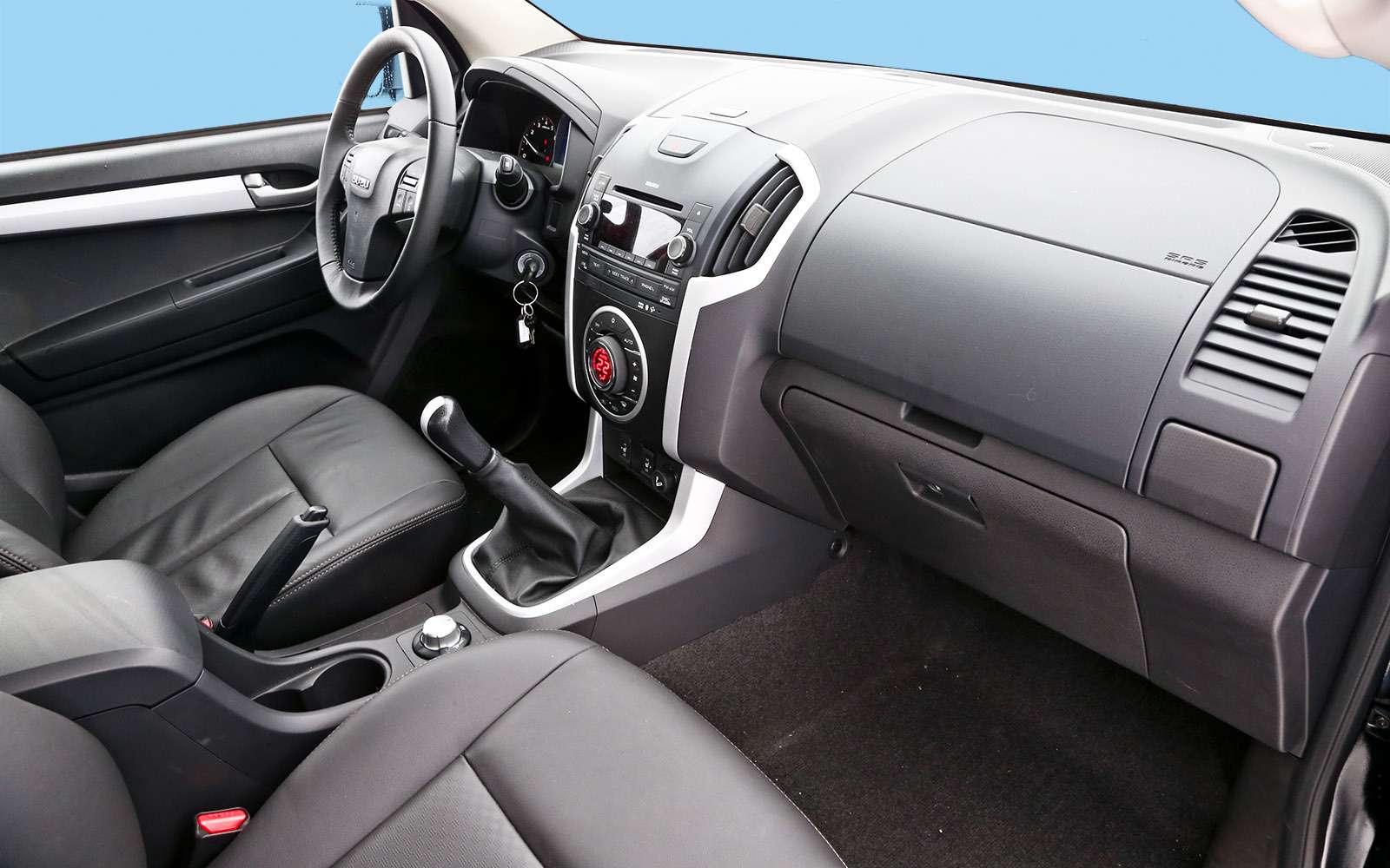 Пикапы Isuzu D-Max, Mitsubishi L200и Toyota Hilux: на«обортаж»!— фото 698416