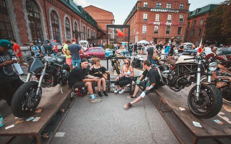 Лучшие переделанные авто имотоциклы: ввыходные на«Кастом Конвенции»