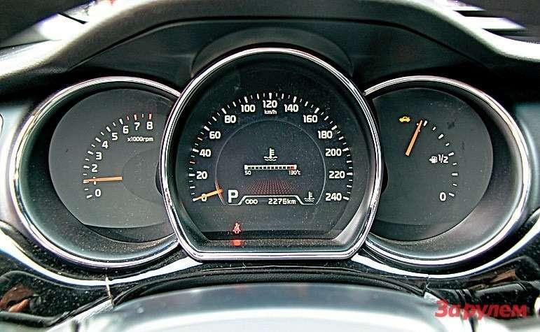 Нацветной дисплей можно вывести указатель температуры антифриза, данные маршрутного компьютера или парктроника.