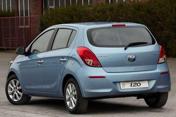 Restyled Hyundai i20 side-rear view