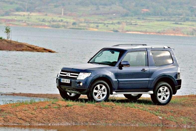 Mitsubishi-Pajero-3-Tuerer-1009282216375-3