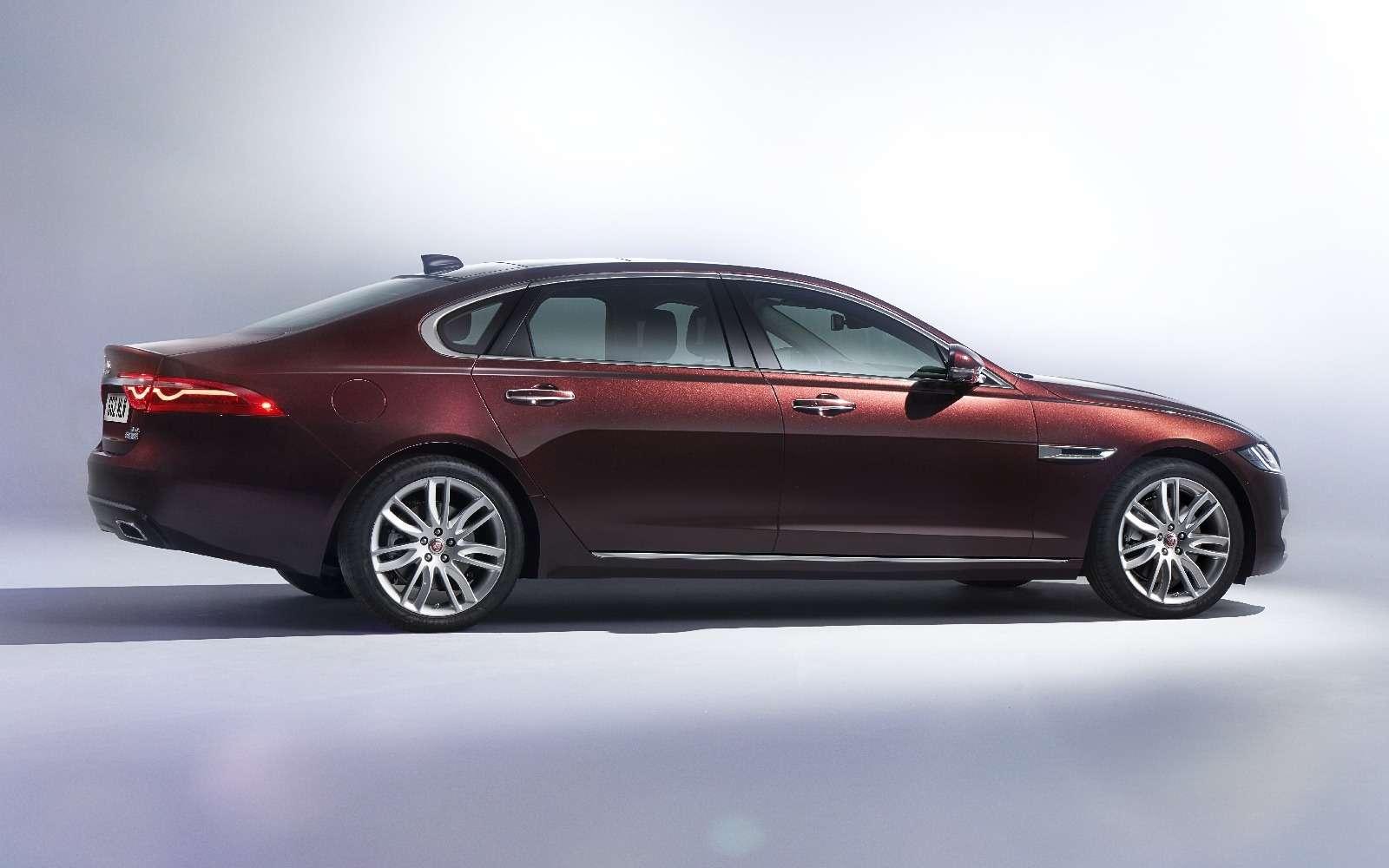 Jaguar XFL— мимикрирующий аристократ— фото 580550