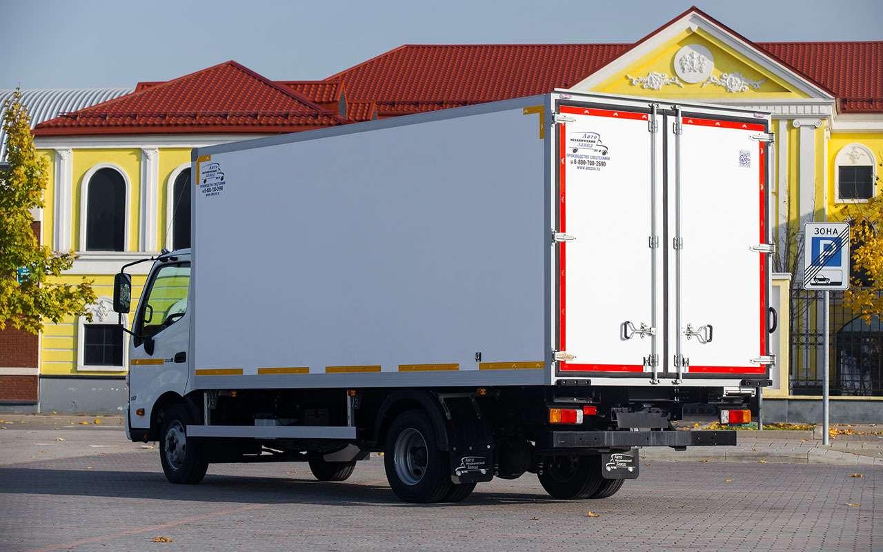 HINO 300: лучший среднетоннажный грузовик года наCOMTRANS 2021— фото 1276360