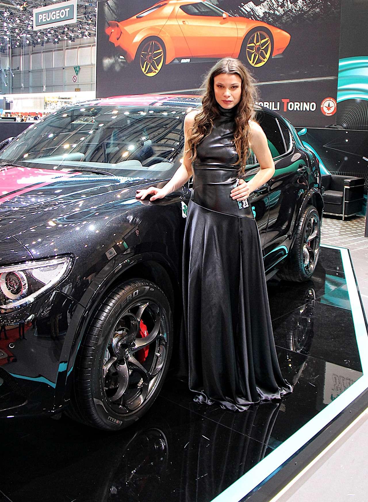 Самые красивые девушки Женевского автосалона— фото 851218