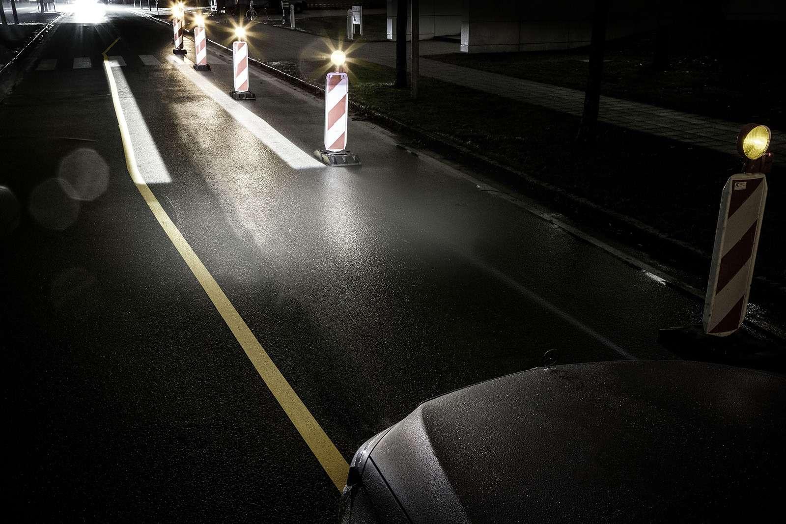 «Ярисую наасфальте»: Mercedes-Maybach представил уникальные фары— фото 851487