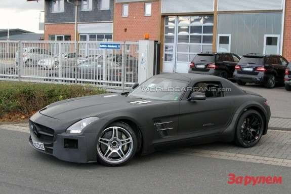 Mercedes-Benz SLS AMG Black Series side-front view