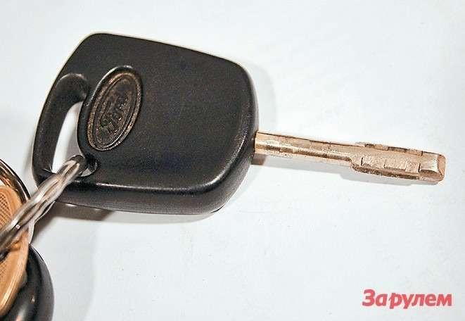 Намашинах без центрального замка  ключ современем изнашивается