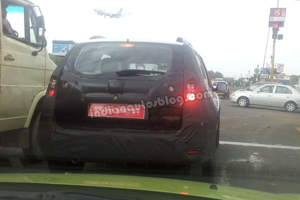 Nissan Terrano rear spied no copyright