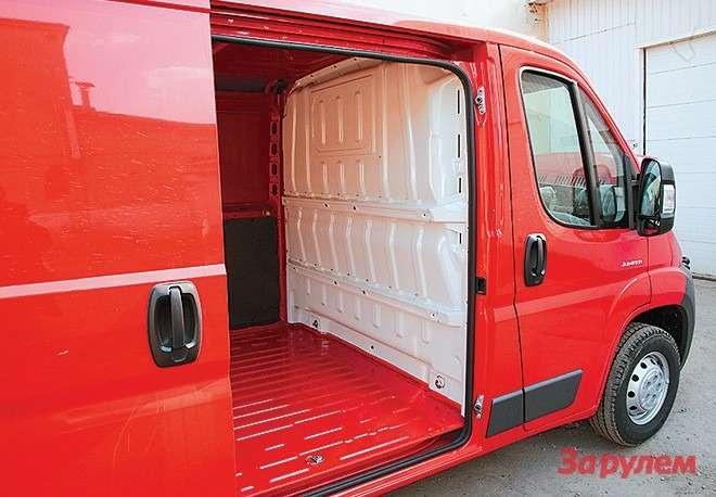 Низкий ровный пол— тоже достоинство  фургона переднеприводной компоновки