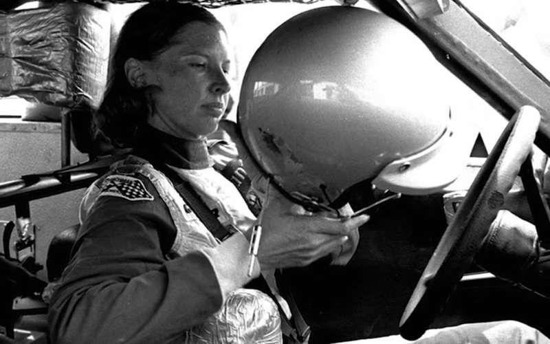 6 женщин изЗала автомобильной славы