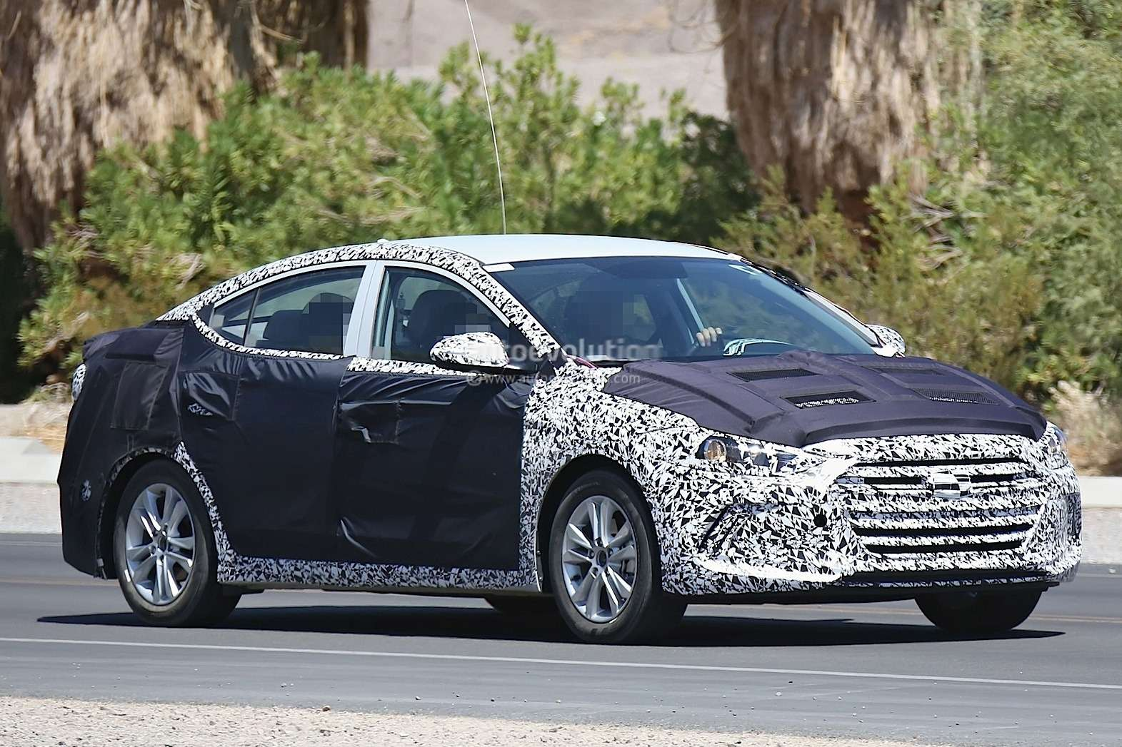 20150115_2016_hyundai_elantra_shows_itself_photo_gallery_3