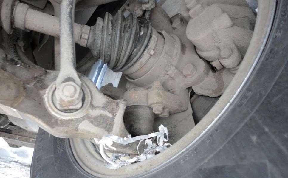 Вырвало палец шаровой SsangYoung Rexton, ирычаг начал протачивать колёсный диск