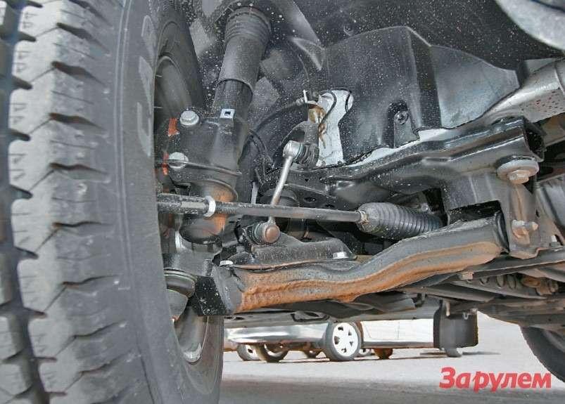 Штампованые рычаги, амортизационные стойки иреечный рулевой механизм— типично «легковая» схема...