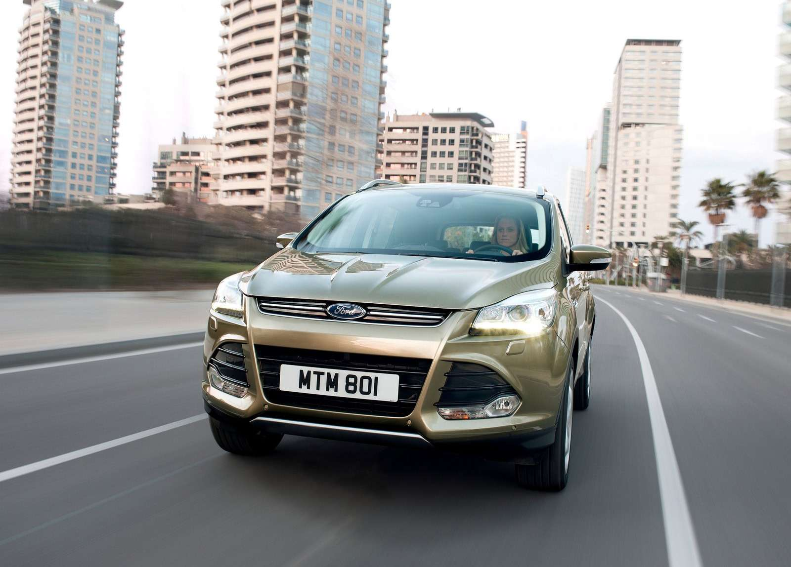 Ford-Kuga_2013_1600x1200_wallpaper_06