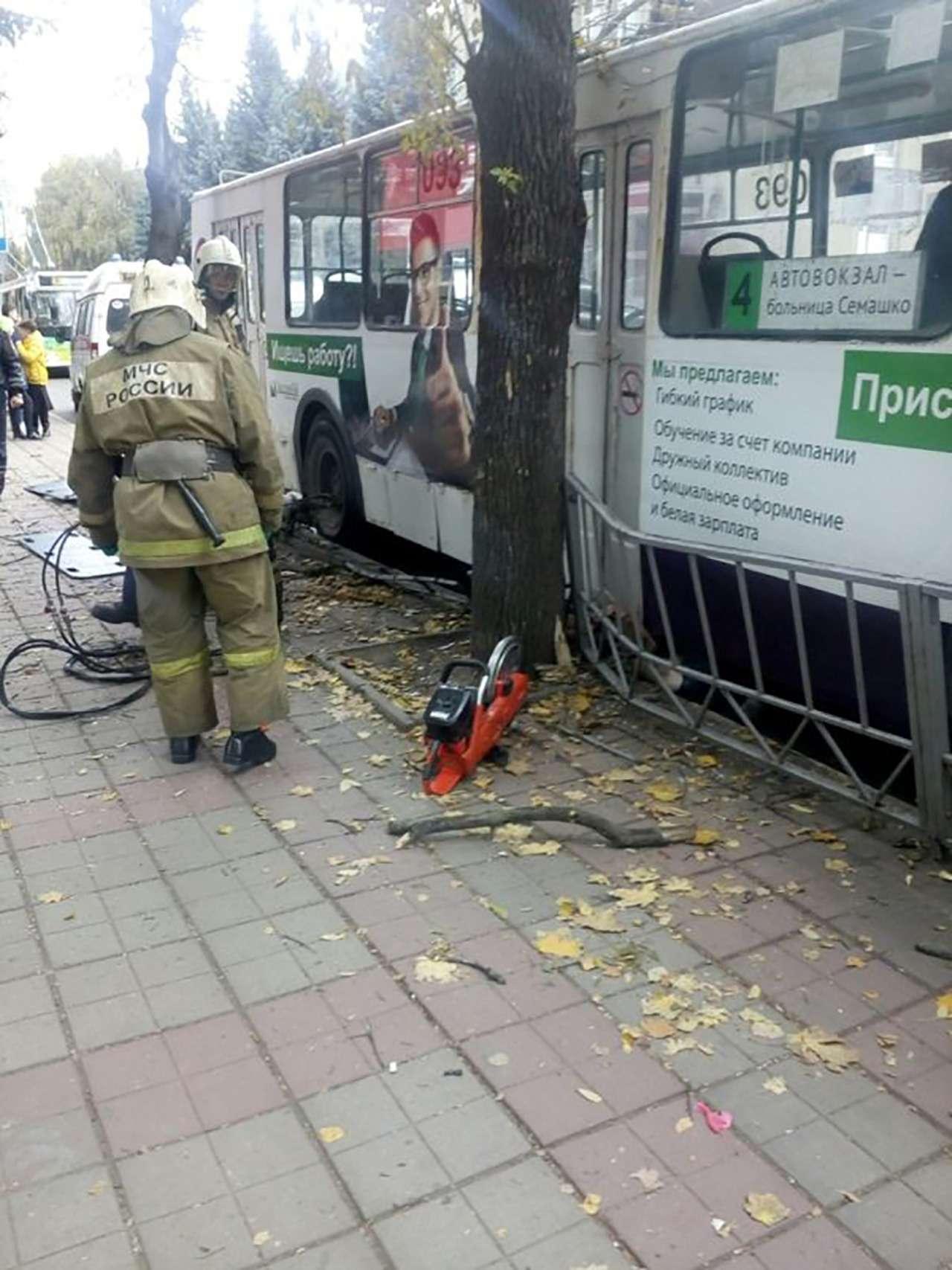 Троллейбус въехал востановку. Есть жертвы ипострадавшие— фото 912680