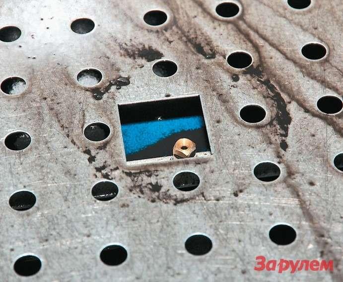 Форсунки смонтированы наднище  установки испециальной рампе