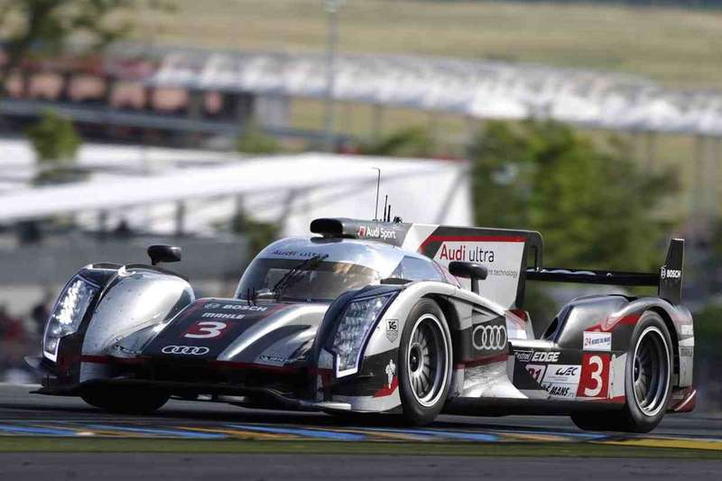 Audi R18 ultra side-front view_no_copyright