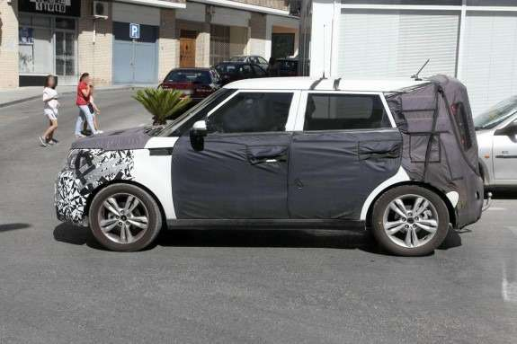New Kia Soul test prototype side view_no_copyright