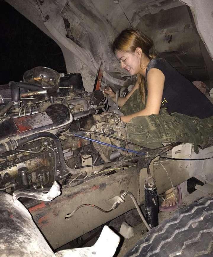 Названа самая красивая вмире девушка-автомеханик— фото 865865