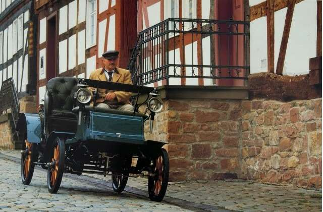 scenes-from-opels-history--the-1902-lutzman-motorcar_100375541_m