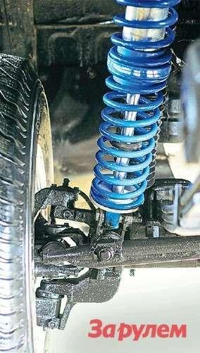Длинноходный энергоемкий амортизатор позволил избавиться отдополнительных гидроупоров, примененных напредыдущем поколении спортивных машин ГАЗа.
