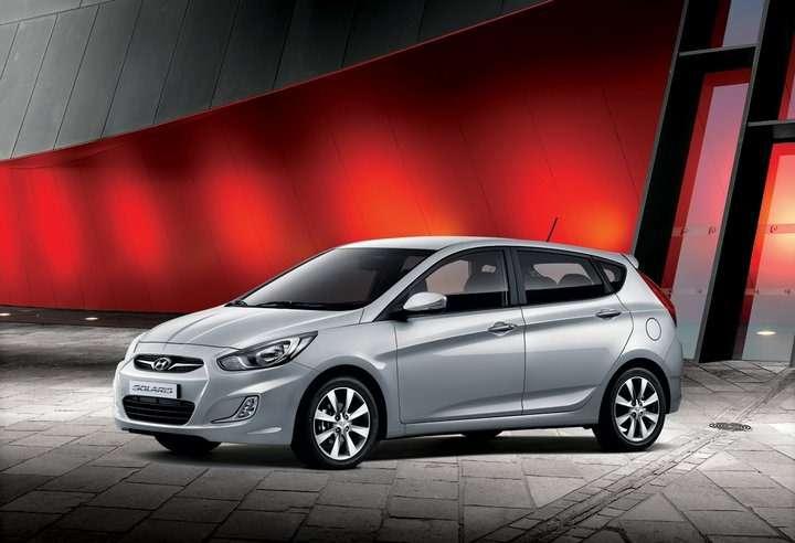 Hyundai_Solaris_hatchback_06_no_copyright