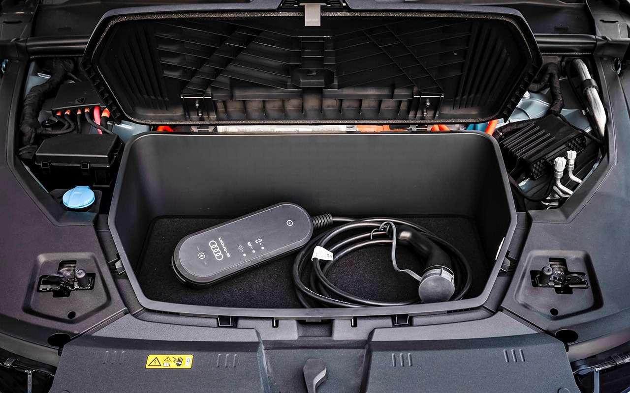 Электрокроссовер Audi e-tron: тест впесках Абу-Даби— фото 973071