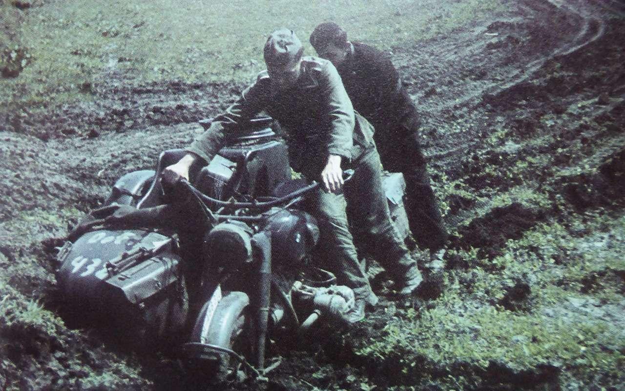 Мотоциклы навойне: микроскутеры, минометчики игусеницы— фото 1101134
